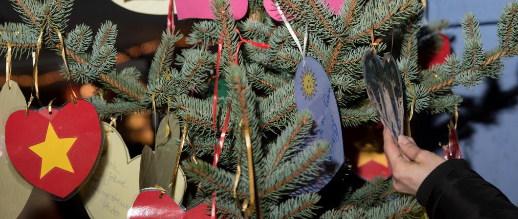 Schwabinger_Weihnachtsmarkt_Wunschbaum_Foto_Thomas_Giessner