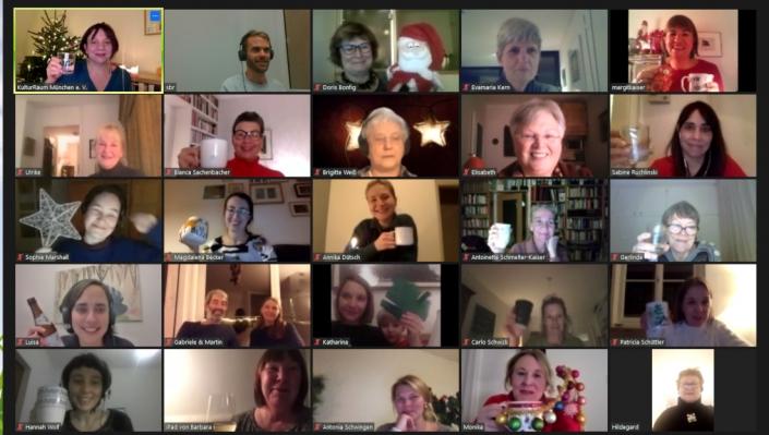 Ehrenamtliche bei digitaler Weihnachtsfeier