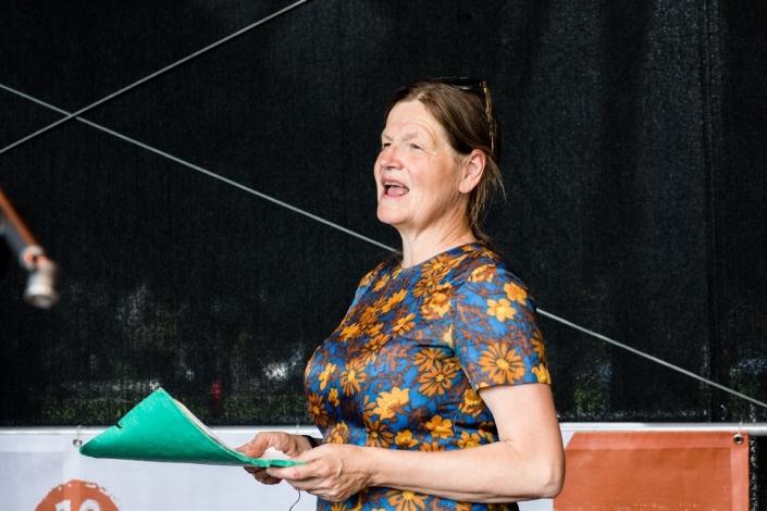 Ein Frau singt