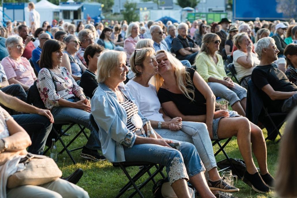Das Publikum genießt das Konzert
