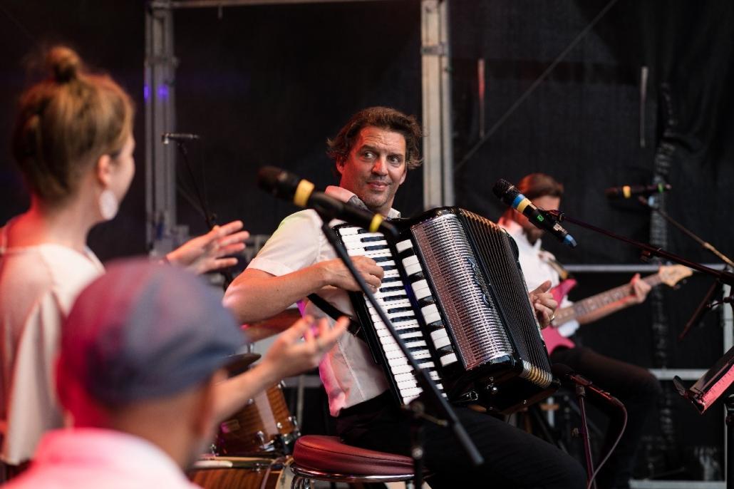 Andreas Bittl spielt Akkordeon
