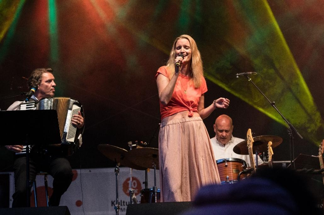 Amelie Diana singt bei Simmering in Sendling