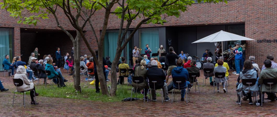 Die Brass-Band MUBUBANDA beim Punktlandungskonzert im Caritas Zentrum München Nord